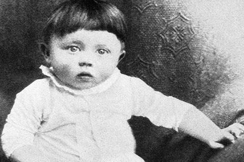 Adolf Hitler thời 2 tháng tuổi (Nguồn: AP)