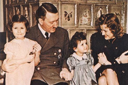 Adolf Hitler và người tình Eva Braun (Nguồn: AP)