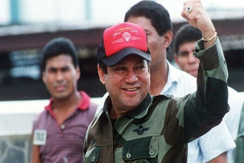 Ông Manuel Noriega vui mừng sau khi thoát khỏi vụ đảo chính hụt tháng 10-1989