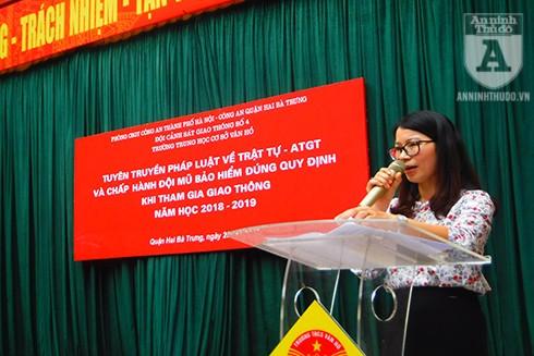 Bà Phạm Thị Út Tươi - Phó Hiệu trưởng Trường THCS Vân Hồ