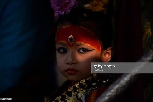 """Kumari của Patan """"nhậm chức"""" khi được 5 tuổi vào tháng 2-2017 (Ảnh: Narayan Maharjan/NurPhoto - Getty Images)"""
