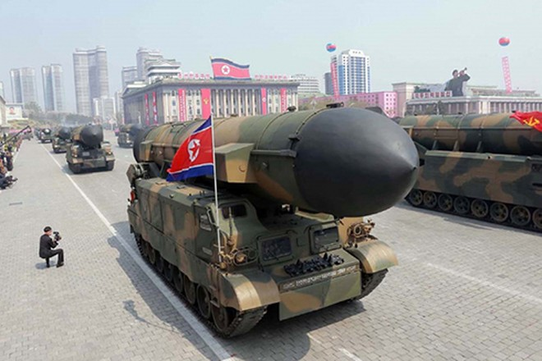 Tên lửa Triều Tiên trong một buổi diễu hành