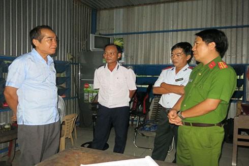 Ông Bùi Thanh Hà - Phó Bí thư thường trực Tỉnh ủy Thừa Thiên - Huế kiểm tra công tác phòng chống dịch tả lợn châu Phi tại huyện Phong Điền