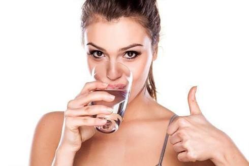 Một số tips tránh da khô khi ở trong phòng điều hòa