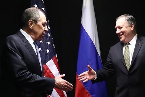 Ngoại trưởng Nga S. Lavrov (trái) và Ngoại trưởng Mỹ M. Pompeo khẳng định mong muốn cải thiện quan hệ giữa hai cường quốc trong thời gian tới (Nguồn: TASS)
