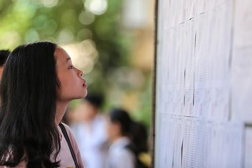 Học sinh Hà Nội làm thủ tục dự thi năm học 2018-2019 (Nguồn: Tuổi trẻ)