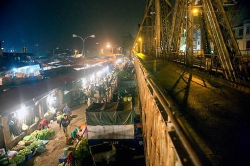 Một góc chợ Long Biên, chợ đầu mối thực phẩm lớn nhất Hà Nội