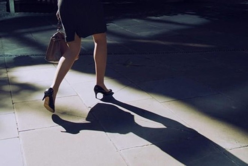 Phong trào KuToo - Đi giày cao gót có hại như thế nào? ảnh 3