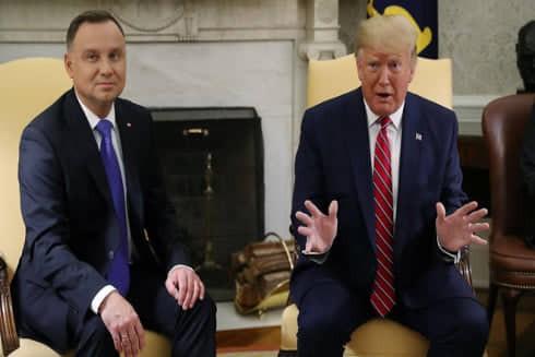 Tổng thống Ba Lan Andrzej Duda và Tổng thống Trump ở Nhà Trắng. Ảnh: Reuters