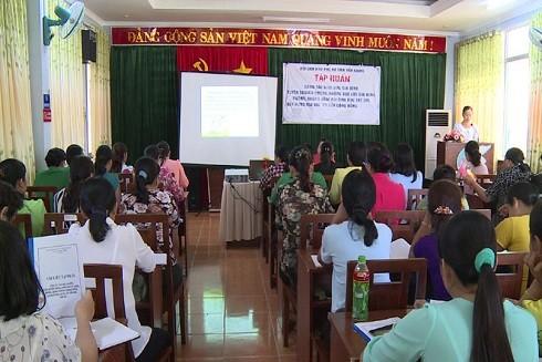 Một buổi tập huấn công tác phòng, chống bạo lực gia đình cho hội viên do Hội Liên hiệp phụ nữ Tiền Giang tổ chức.