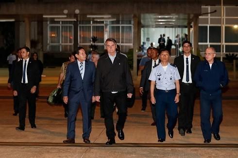 Tổng thống Jair Bolsonaro trong ngày khởi hành từ Brazil tới dự