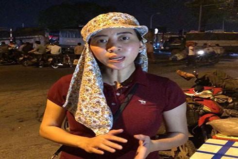 Phóng viên Ban Thời sự, Đài Truyền hình Việt Nam nhận được tin nhắn dọa giết khi tác nghiệp vấn nạn bảo kê tại chợ đầu mối Long Biên (Ảnh: Vietnamnet)