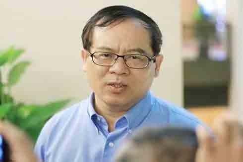ĐBQH Nguyễn Quốc Hưng trao đổi với báo chí bên hành lang Quốc hội