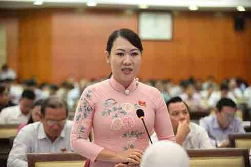 Đại biểu Phan Thị Hồng Xuân phát biểu tại phiên họp chiều 12-7 (Ảnh: Tuổi trẻ)