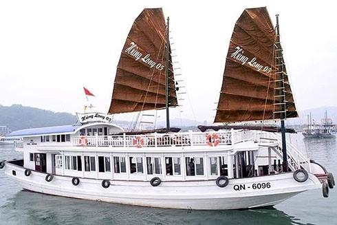 Tàu chở khách du lịch tham quan vịnh Hạ Long bị khách phát hiện có đặt camera quay lén trong phòng tắm (Ảnh: Báo Pháp luật)