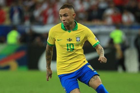 Chuyển nhượng bóng đá quốc tế ngày 17-7: Arsenal trả 40 triệu euro mua Everton Soares ảnh 1