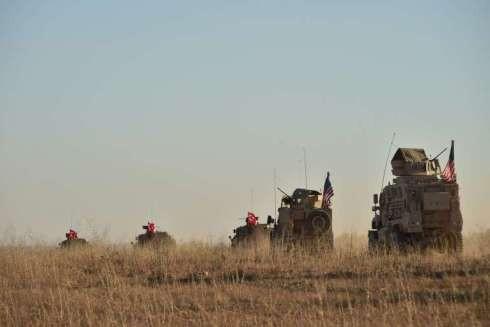 Quân đội Mỹ và Thổ Nhĩ Kỳ phát động các cuộc tuần tra chung ở khu vực Manbij phía bắc Syria vào tháng 11-1028 ( Ảnh AP)