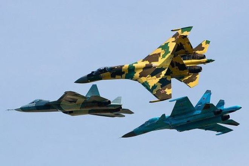 Các tiêm kích Sukhoi Su-35S, Su-34 và T-50