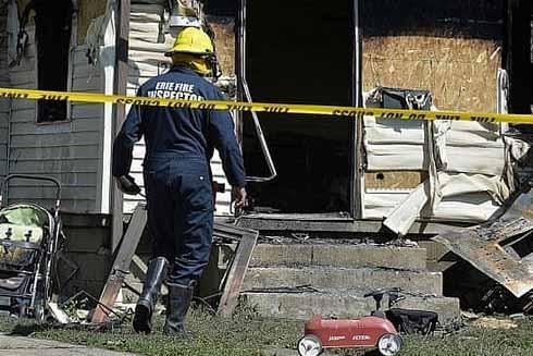 Hiện trường vụ hỏa hoạn tại trung tâm giữ trẻ ở Mỹ (Ảnh: AP)