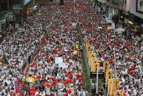 Người dân Hồng Kông biểu tình để phản đối dự luật dẫn độ hình sự