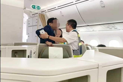 Khách thương gia chịu án phạt hành chính 10 triệu đồng do hành vi sàm sỡ nữ hành khách