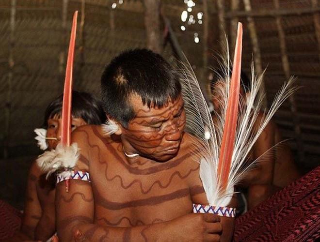 [ẢNH] Giật mình trước những phong tục kỳ lạ của các bộ tộc trên thế giới (phần 2) ảnh 6