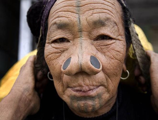 [ẢNH] Giật mình trước những phong tục kỳ lạ của các bộ tộc trên thế giới (phần 2) ảnh 14