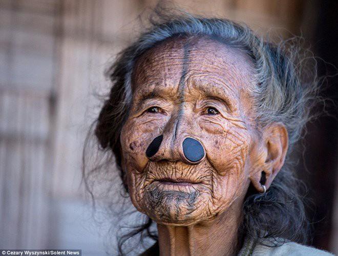 [ẢNH] Giật mình trước những phong tục kỳ lạ của các bộ tộc trên thế giới (phần 2) ảnh 15