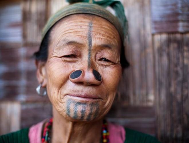 [ẢNH] Giật mình trước những phong tục kỳ lạ của các bộ tộc trên thế giới (phần 2) ảnh 13