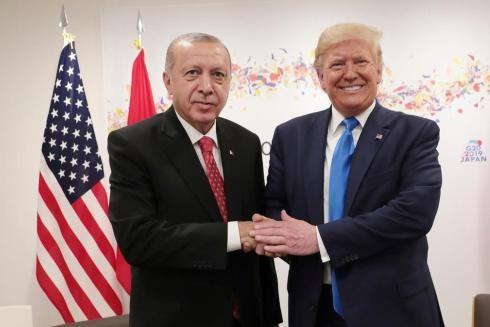 Tổng thống Thổ Nhĩ Kỳ Recep Tayyip Erdogan và Tổng thống Hoa Kỳ Donald Trump gặp nhau bên lề Hội nghị thượng đỉnh G20 tại Osaka, Nhật Bản, vào ngày 29-6-2019 (Ảnh AFP)