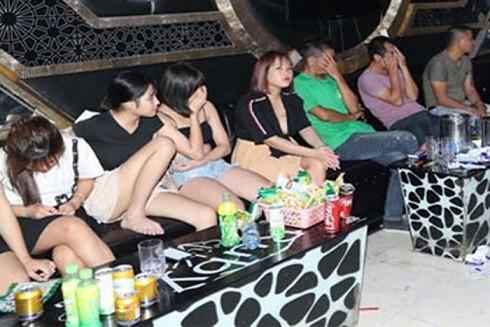 Công an huyện Kim Bảng đột kích quán karaoke phát hiện nhiều nam, nữ sử dụng ma túy