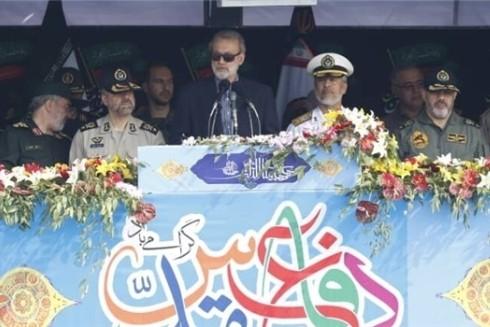 Chủ tịch Quốc hội Iran Ali Larijani phát biểu trong lễ diễu hành và biểu dương lực lượng nhân tuần lễ Quốc phòng an ninh