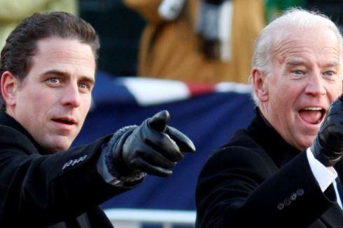 Cựu Phó Tổng thống Joe Biden (phải) và con trai ông- Hunter Biden