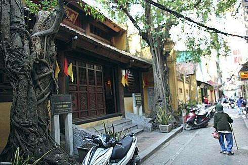 Đền Yên Thái là nơi sinh hoạt tín ngưỡng của người dân ngõ Tạm Thương
