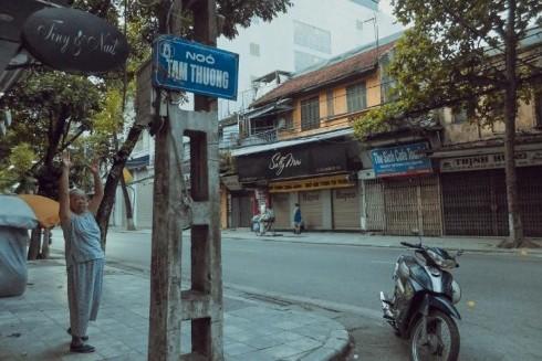 Ngõ Tạm Thương vào sớm thu Hà Nội