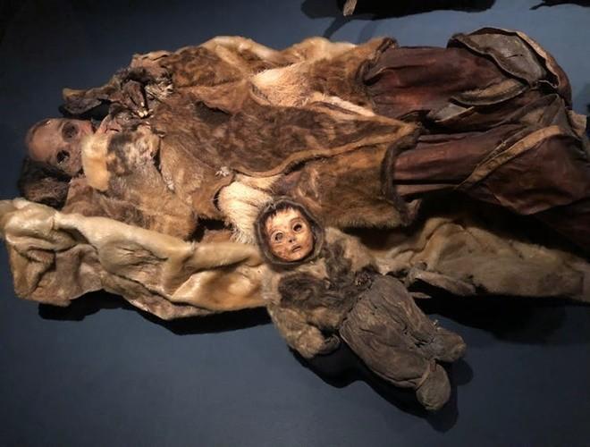 Ám ảnh ánh mắt của xác ướp bé trai 6 tháng tuổi bị chôn sống theo mẹ ảnh 19