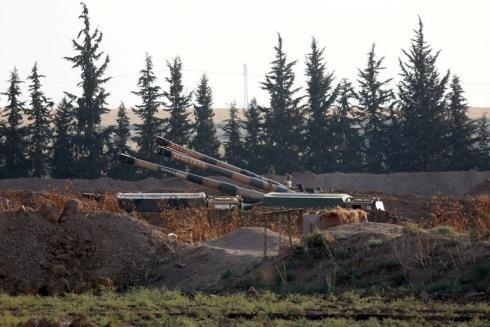 Pháo binh Thổ Nhĩ Kỳ được bố trí ở biên giới với Syria ngày 7-10-2019