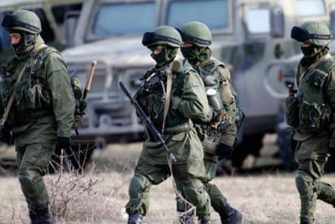 Binh sĩ Nga tại căn cứ ở Crimea (Ảnh: Reuters)