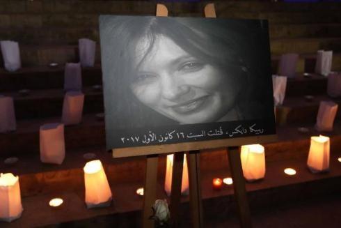 Bức ảnh chân dung của Rebecca Dykes trong một buổi cầu nguyện