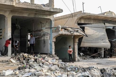 Nhà cửa đổ nát do các trận chiến giữa quân Thổ Nhĩ Kỳ và lực lượng người Kurd ở thị trấn Suluk của Syria, gần biên giới với Thổ Nhĩ Kỳ
