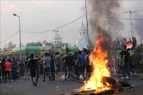 Người biểu tình bạo động trên đường phố Baghdad, Iraq ngày 2-10-2019