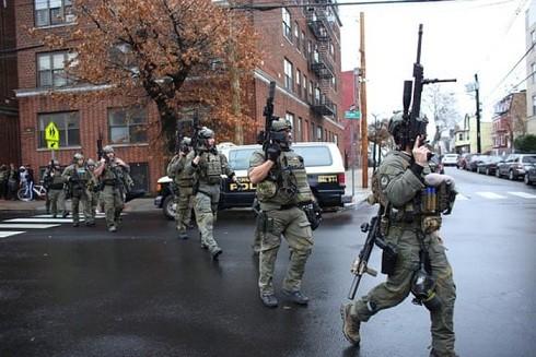 Cảnh sát Mỹ tại hiện trường vụ nổ súng ở Jersey City