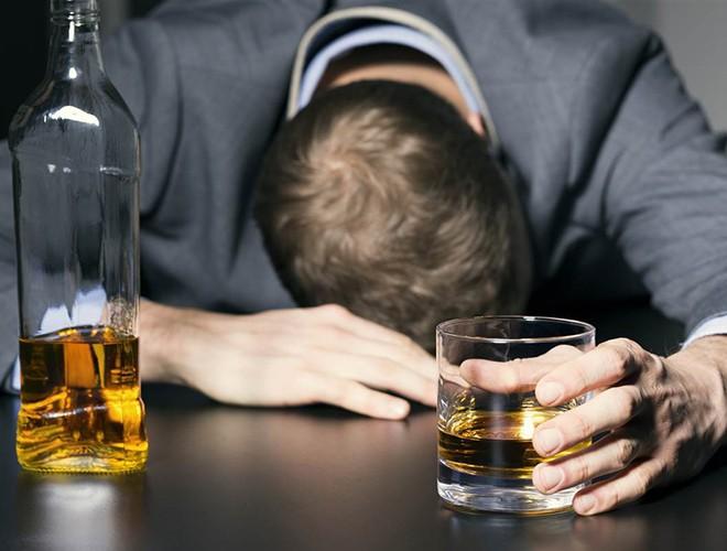 [ẢNH] Uống rượu, bia quá đà là tự gây hại cho sức khỏe ảnh 4