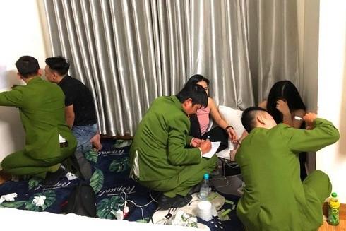Các đối tượng sử dụng ma túy trong nhà nghỉ Newday ở Huế