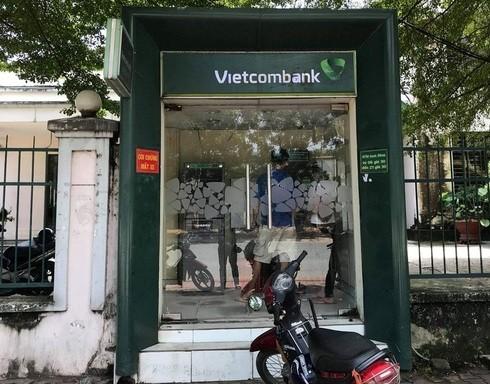 Khi rút tiền tại các trạm ATM cần đề cao cảnh giác và không nên đi một mình