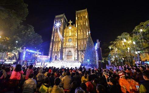 Nhà thờ lớn được trang trí lộng lẫy chào đón Giáng sinh