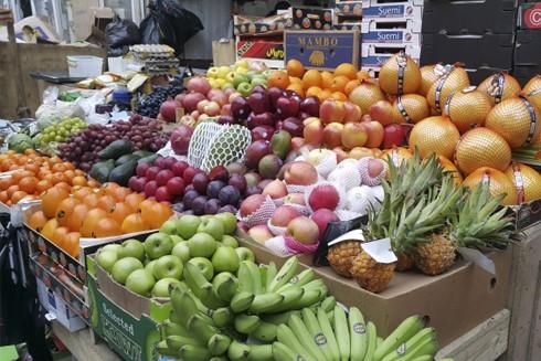 Nên mua rau củ quả có màu sắc tự nhiên, tươi tắn, đúng mùa