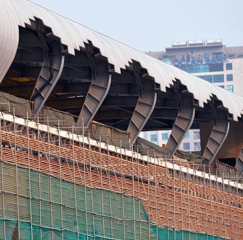 Nhà ga được thiết kế mái cong để phù hợp với khí hậu của Việt Nam