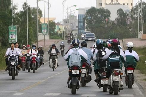 Cần đội mũ bảo hiểm khi dùng xe điện tham gia giao thông