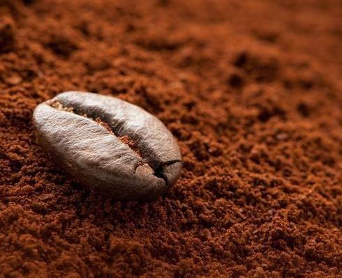Cà phê nguyên chất có độ xốp, mịn tương đối đồng đều và không bị dính hay vón cục